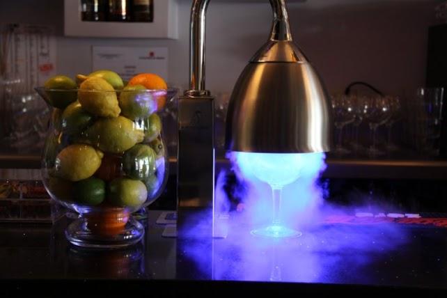 Foto del enfriador de copas de El Diez en acción, tomada por Jorge Arimany, su Fotógrafo de Confianza (Google Fotos de Negocios)
