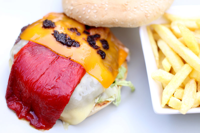 POI Google Business View: Deliciosa hamburguesa servida por el Marquee bar de Alpedrete