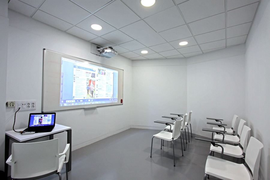 Aula Dolphin idiomas  - Street View Trusted Madrid